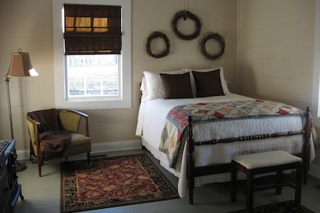 Daniel Asbury Room @ Olive's B&B - Lake City - 家庭式旅館