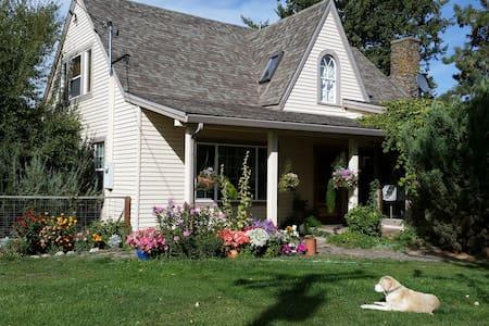 Elkhorn Room, Willow Creek Horse BnB - Summerville - Bed & Breakfast