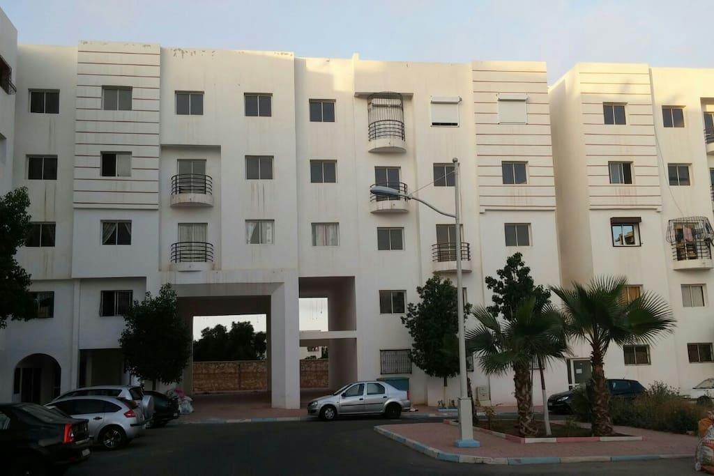 Residence calme avec gardien jour et nuit et parking privé