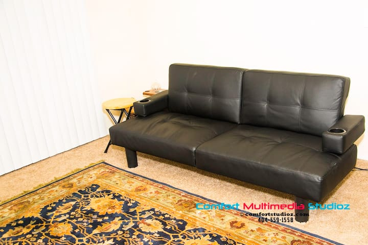 Peaceful Sleep on Leather Futon / Queen Air Bed... - Atlanta - Flat