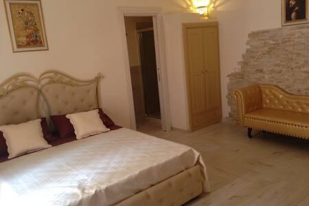 B&B La Grotta del Re, Suite Stella - Grottaglie - 家庭式旅館
