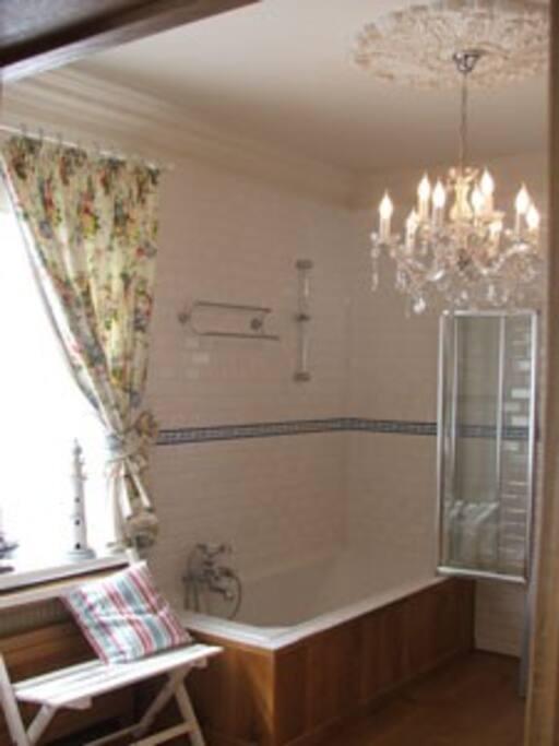 Ruime kamer met dubbele lavabo bed breakfasts for rent in kortrijk vlaanderen belgium - Bed kamer ...