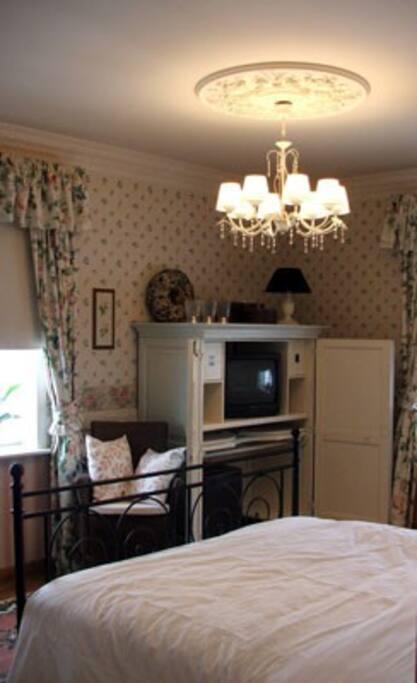 Zeer ruime kamer op 1 ste verdiep bed breakfasts for rent in kortrijk vlaanderen belgium - Romantische kamer ...