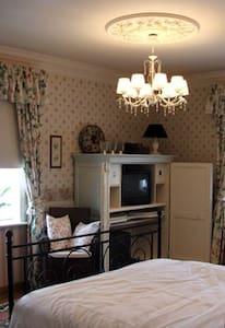 zeer ruime kamer op 1 ste verdiep - Kortrijk