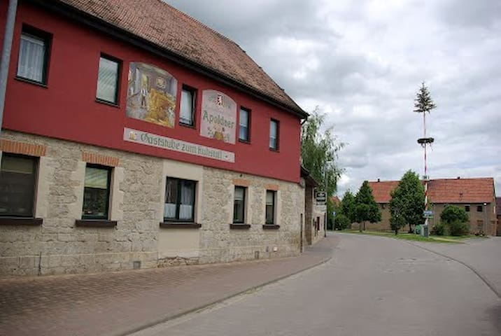 """Gaststube """"Zum Kuhstall"""" - Oßmannstedt - Bed & Breakfast"""