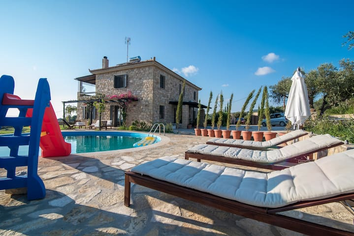 Unique Stone Villa near the sea amongst olives - Kyparissia  - Villa