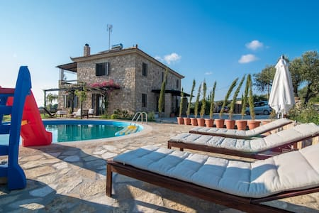 Beautiful Stone Villa near the sea - Kyparissia