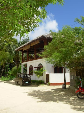 Wave Cave, Surf Lodge-6 Rooms - Siargao Island - Hus