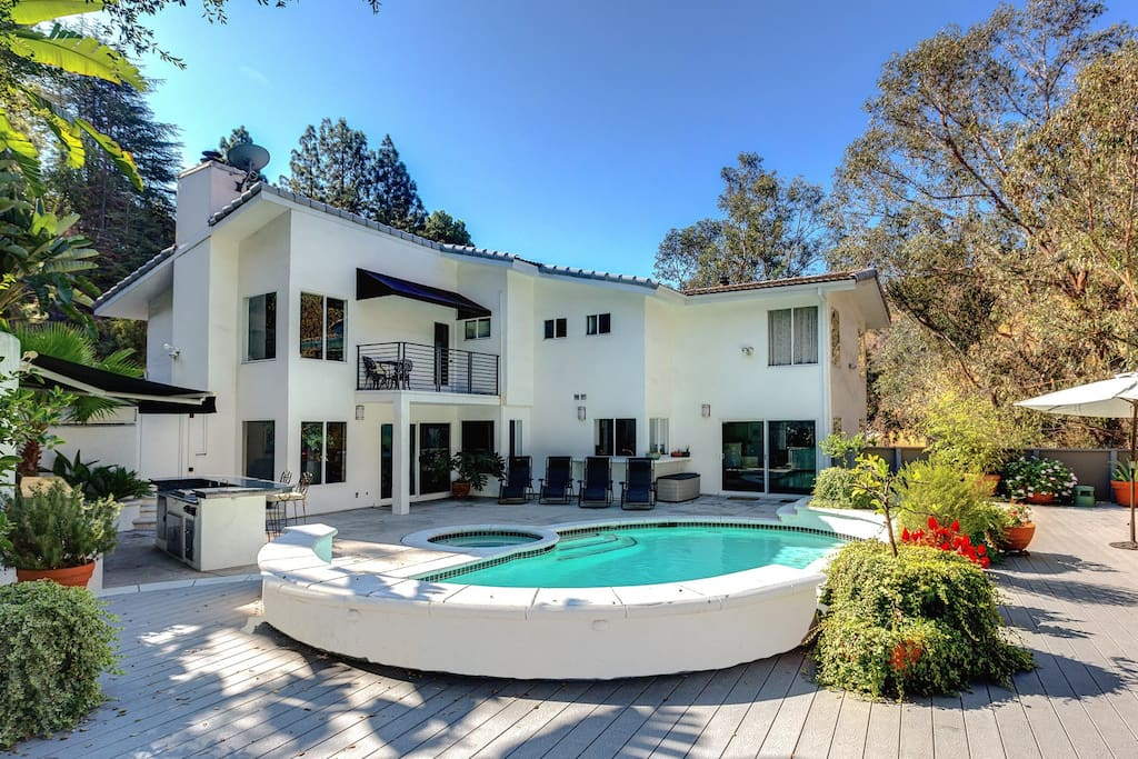 Vip hollywood hills luxury home private oasis houses for Luxury houses for rent in los angeles