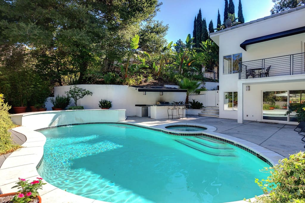 Vip hollywood hills luxury home private oasis houses for Luxury homes in hollywood hills