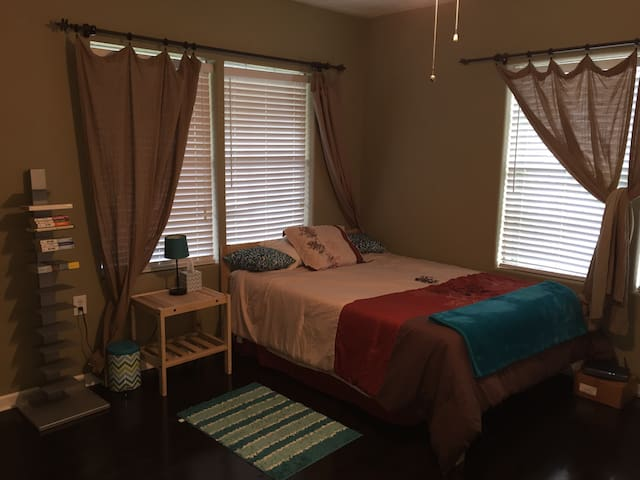 Awesome house. private bed & bath! - Port Neches - Maison
