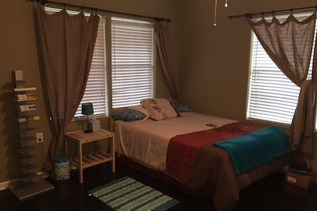 Awesome house. private bed & bath! - Port Neches - Haus