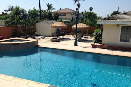 Private Entrance Guest House & Pool - 다우니(Downey) - 단독주택