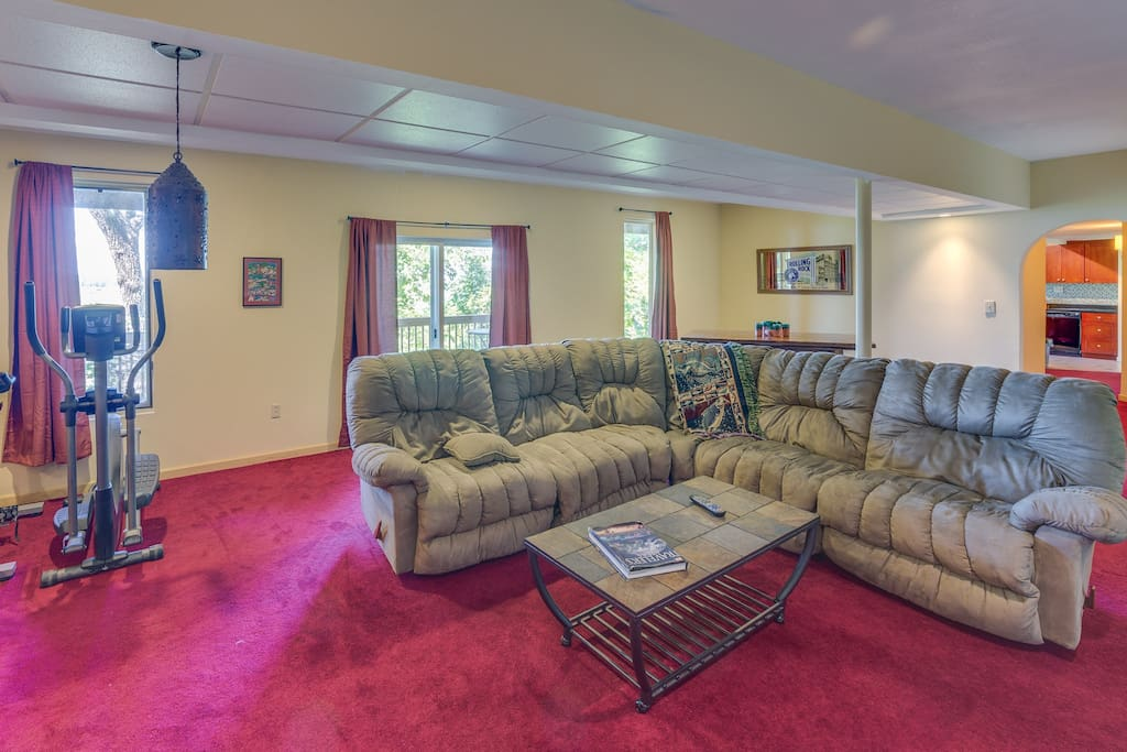 600 square foot great room with home theatre and room for up to 6 to sleep.  HD satellite with multiple sports pkgs
