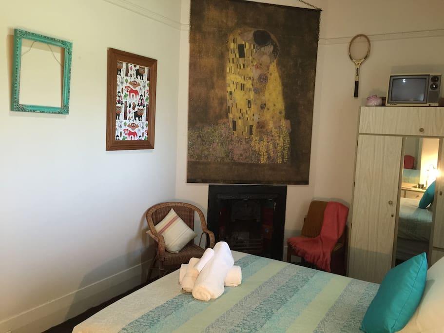Main Queen Bedroom ...