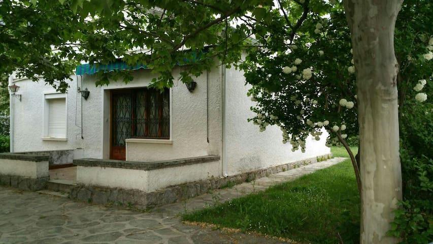 Casa rustica con amplio jardín. - La Adrada - Haus