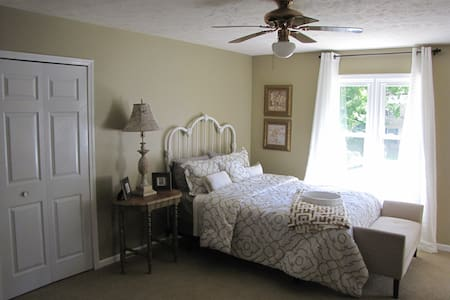 Charming bedroom not far from ND - Ev