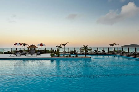 Resort na Praia do Santinho - Pis