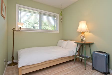 Small Comfortable Room with Garden View - Squamish