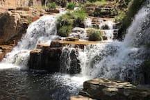 Trilha do Sol - Cachoeira do grito  Este complexo de cachoeiras e trilhas fica a 30min da casinha.