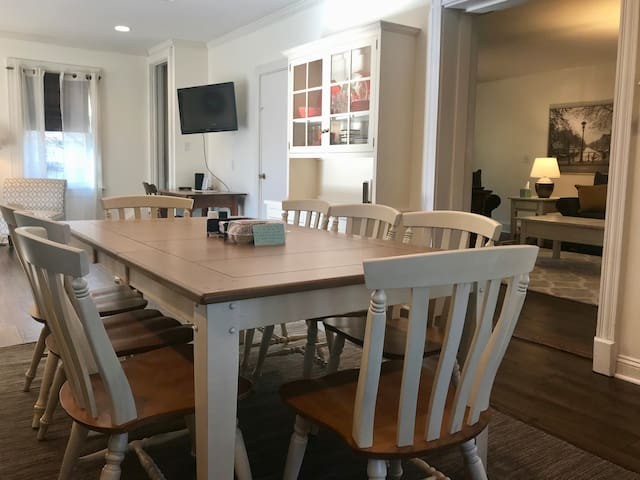 Newly renovated family home in Amish country!