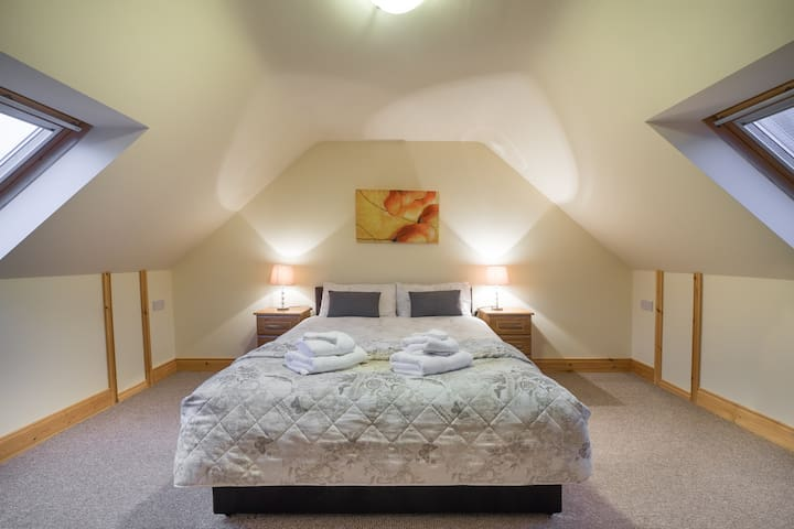 Double bedroom, South facing