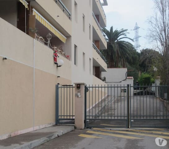 beau t2 meuble avec garage sous sol - Martigues - Apartment