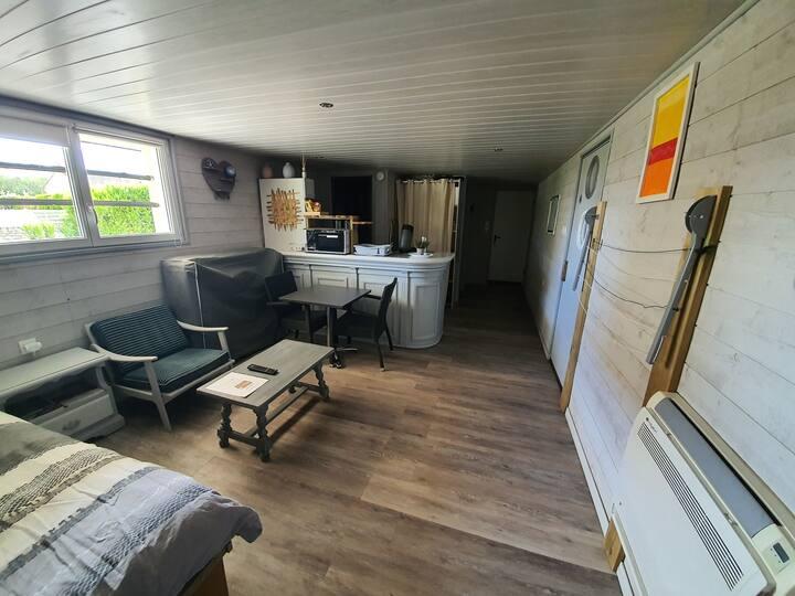 Studio moderne, climatisé, confort maximum...