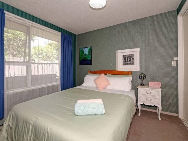 lovely queen room