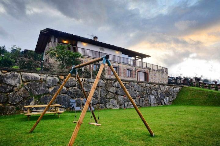 Casa Angiz II, encanto y vistas en Sunbilla
