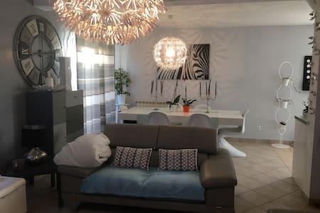 Chambre individuelle - La Bonneville-sur-Iton - House