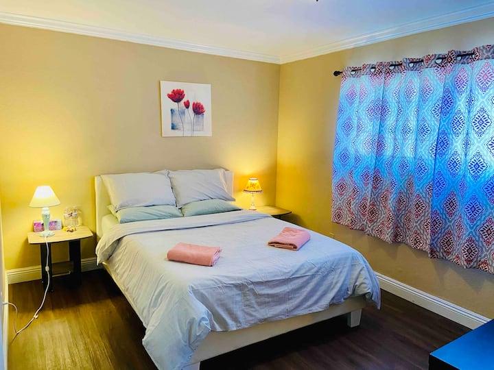 Master room,private bathQbedmemory foam mattressTV