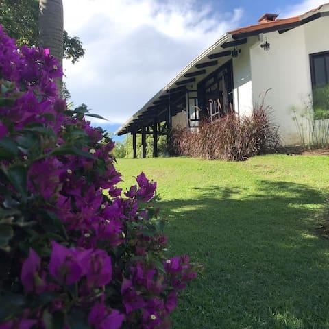 Hermosa Casa Campestre vía Pereira - Armenia