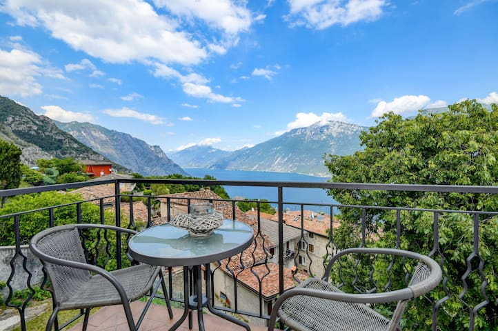 "Cozy ""Casa Doss"" with Beautiful View over Lake Garda & Wi-Fi"