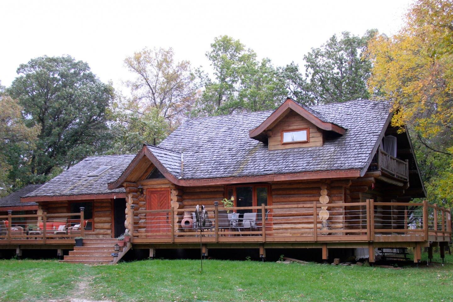 Scandinavian Log home on the la Salle River, 20 minutes from Winnipeg Manitoba, Cottage living just minutes from the city.