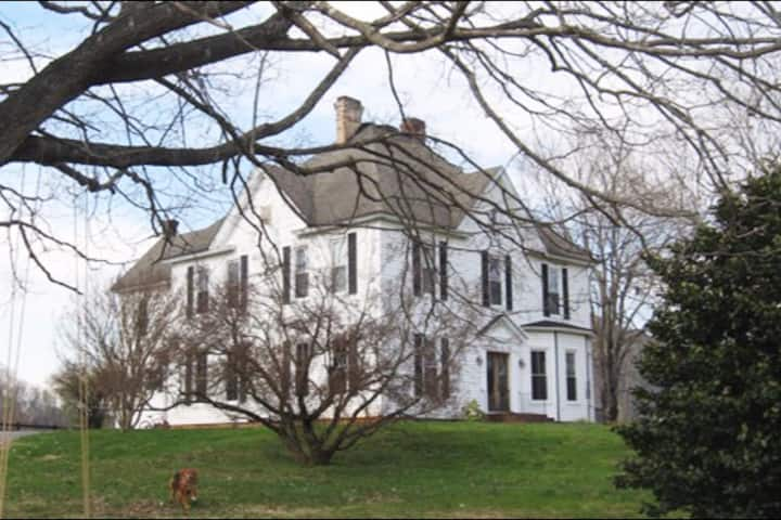 Mount Joy Manor conveniently located off I81.