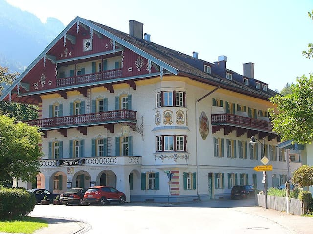 2-room holiday apartment at historical Burghotel - Aschau im Chiemgau - Daire