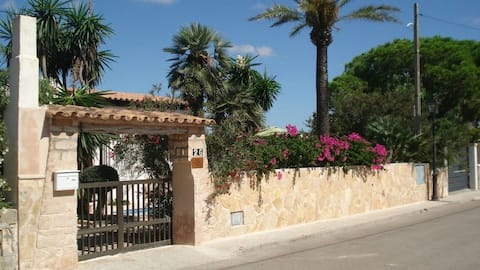 Cozy Casita with Pool, Close to the Beach