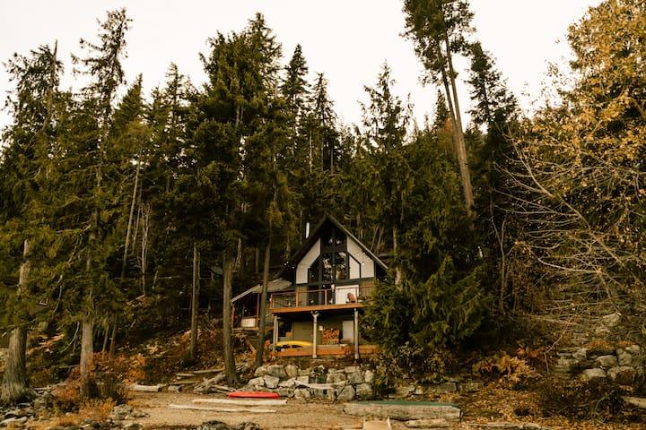Leavenworth Lakefront Cabin - Hot tub & Sauna!