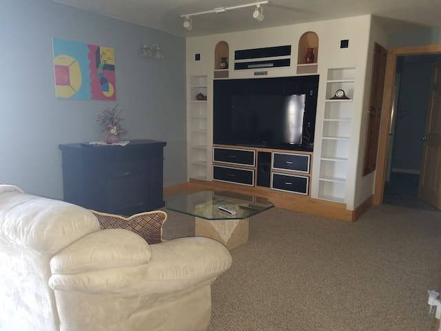 Beautiful Castle Rock - Private Apt/Entry/Parking