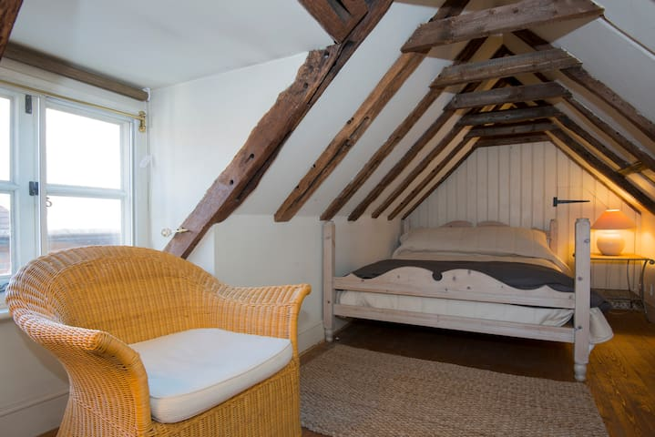 Charming 16th Century Cottage - Petworth - House
