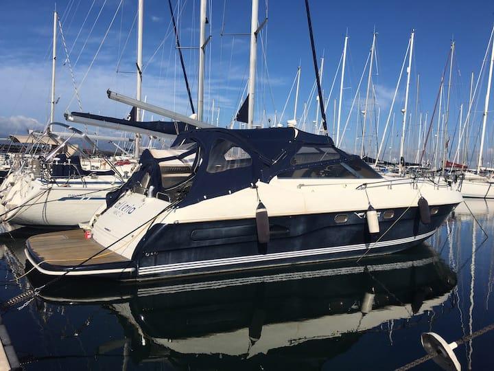 Bed & Bay Boat