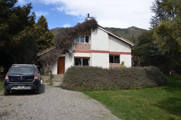 Habitación y living privado con vista a la montaña - San Carlos de Bariloche - House