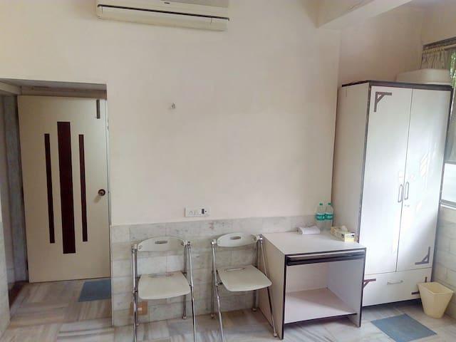 Patels Budget Ac Non Ac Room Santacruz W Mumbai Houses For Rent In Mumbai Maharashtra India