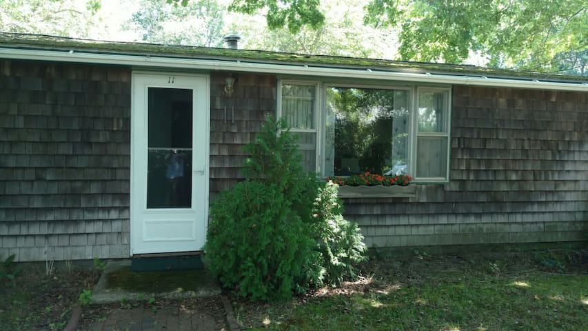 Cozy 2 Bed 2 Bath Walk To Town in 10 Minutes ! - Jamestown - House