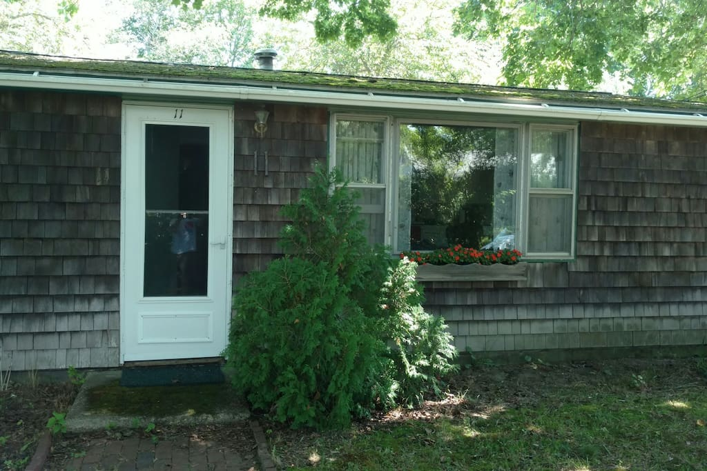 Cozy 2 bed 2 bath walk to town in 10 minutes houses for Rhode island bath house