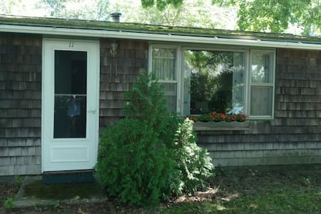 Cozy 2 Bed 2 Bath Walk To Town in 10 Minutes ! - Jamestown