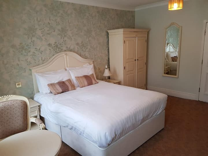 The Feathers, Double Room, no breakfast (Rm 4)