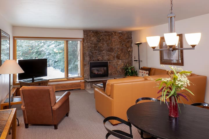 Riva Ridge 700: one bedroom – premier location Vail Village