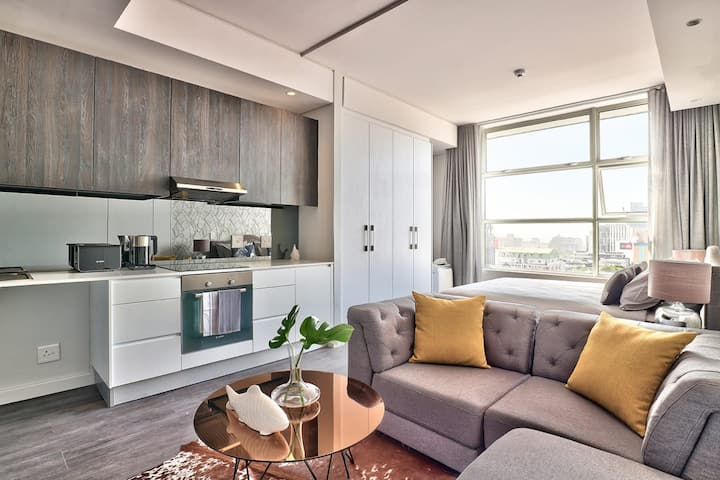 Modern City Centre Studio with Views for Days